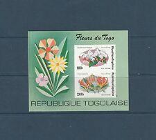 Togo bloc  fleurs    de 1975    num:  85  non  dentelé  **