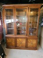 Vintage HENREDON Fine Furniture China Cabinet