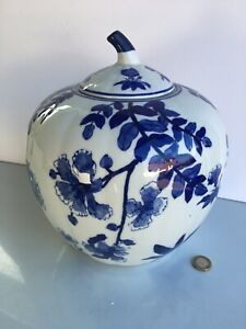 """LARGE CHINESE STYLE BLUE AND WHITE PUMPKIN SHAPED GINGER JAR POT. 10"""" Tall"""