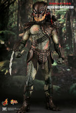 HOT TOYS 1/6 PREDATORS MMS130 BERSERKER PREDATOR MASTERPIECE ACTION FIGURE