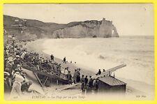 cpa ETRETAT (Seine Maritime) La PLAGE Très Animée Spectacle Falaise Vagues