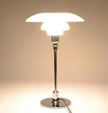 Eine Louis Poulsen PH 3/2 Tischlampe Chrom EEK: A+,A,B,C,D,E (Spektrum A+ - E)
