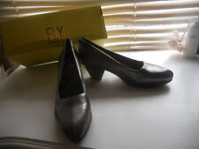 New Fly London ~ Art to Wear ~ Rare Olive Beveled Heel Pump ~ 40