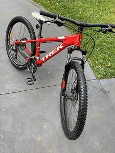 Trek Marlin 5 Hardtail Mountain Bike