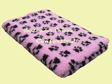 Tapis Confortbed Vetbed Dry anti-dérapant rose pattes noires 75x100 cm 26 mm