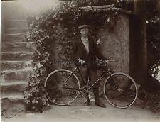 Homme avec vélo France Vintage Citratesnapshot 1903