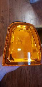 Fits 2001 - 2005  FORD RANGER Park / Signal Light Assembly Passenger Side
