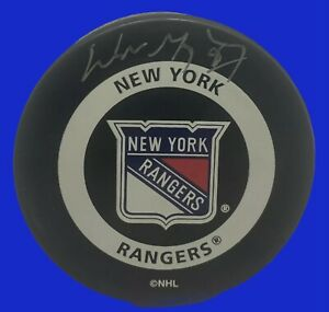Wayne Gretzky Signed New York Rangers Official Game Puck UDA ~NICE SIGNATURE
