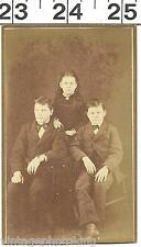 VINTAGE CDV PHOTO OF 2 CUTE BROTHER & SISITER PORTRAIT ON ANTIQUE CHAIR (1915)