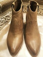 """NWT FRYE """"REINA"""" SAND LEATHER BOOTIES SIZE: 8"""