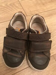 Clarks Boy Brown Leather Shoes . Size 7G . Great Used Cond