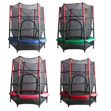 Jeux et activités de plein air avec trampolines