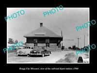 OLD LARGE HISTORIC PHOTO OF BRAGG CITY MISSOURI, THE RAILROAD DEPOT STATION 1960