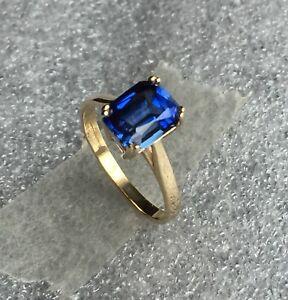 Sapphire pale Blue 9 Carat Gold Ring 6 x 4 Trap Cut