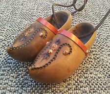 Ancien petits sabots en bois déco vintage chalet art pop french antique