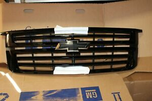 2015-2020 Chevrolet Tahoe Suburban Genuine GM Grille Assembly 84724078