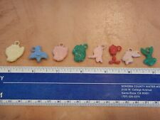 SET OF 8 ORIGINAL 1970s WARNER BROTHERS PLASTIC GUMBALL CHARMS, PREMIUMS