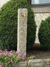 Wasserzapfsäule aus gelbem Granit, Wasserzapfstelle, Außenwasserhahn, Naturstein