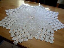 Schöne runde Häkel Tischdecke - 90  cm  - Weiß .Handarbeit .