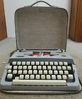 Brother+Manual+Typewriter+Vintage+Echelon+44+in+the+case+%28rare%29