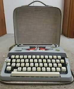 Brother Manual Typewriter Vintage Echelon 44 in the case (rare)