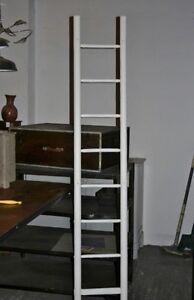 Ancienne échelle bois relookée loft tendance vintage