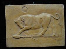 Jolie ancienne plaque en plâtre patinée décor taureau
