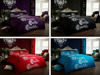 A COMPLETE MODERN DUVET BED SET INCLUDING DUVET COVER AND PILLOW CASE.