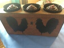 """""""FARMHOUSE ROOSTER """" Wooden Box Votive Holder W/ Candles in Tin Cup Holders-EC"""