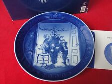 2000 ROYAL COPENHAGEN CHRISTMAS  PLATE MOTHER AND SON NEW