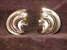 TRIFARI CROWN OVER T EARRINGS VINTAGE COLLECTIBLE TRIFARI SIGNED CLIP ON