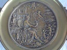 Belle et importante coupe fin 19° Bronze doré Allégorie des arts 1886 Monogramme