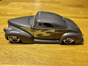 Jada 1940 Pontiac Coupe 1:24 Lowrider Diecast Rare Color Gray W/ Flames