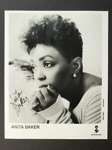 R & B MUSICIAN ANITA BAKER AUTOGRAPH 8 x 10 PHOTO~
