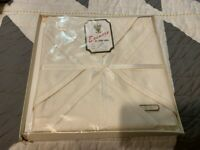 NEW VINTAGE ERINMORE ALL IRISH LINEN TABLECLOTH & NAPKIN SET
