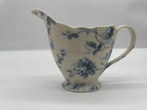 Gracie Bone by coastal imports beautiful white and blue scalloped creamer 3.5'