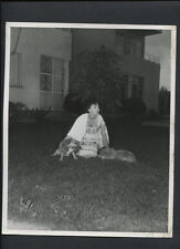 AVA GARDNER AT HOME WITH HER DOGS - 1950s VINTAGE CANDID PHOTO