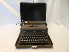 vintage typewriter Royal Quiet Deluxe 1946 A1703796 case  works nice 3
