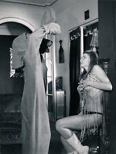 Scène étrange sexy costume loup tirage argentique d'époque V. 1960