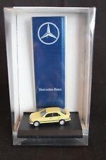 Herpa Mercedes-Benz E-class 1:87 yellow + MB advertising column (JS)