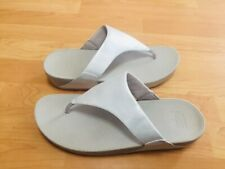 NEW FITFLOP LULUS Pearl White Tan Thong Sandals Size 11 Comfort Casual