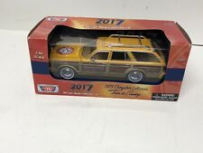 1979 Chrysler LeBaron Town & Country 1/24 Diecast Model Car - Arm and Hammer