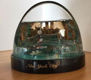 Vintage New York City 3D Snow Globe Paper Weight Pen Holder Twin Towers-Souvenir