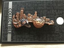 HARD ROCK CAFE CHICAGO 3D SKYLINE GUITAR PIN