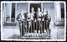 Militaria Foto 6 Soldaten Wehrmacht Treppe Le Bourget bei Paris Frankreich WW 2