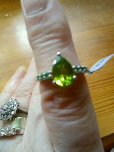 PERIDOT SOLITAIRE RING WITH EMERALDS, BNWT GEMPORIA P-Q AUGUST BIRTH STONE PEAR
