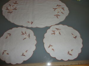 vintage  embroidered duchess doilies doileys daisy and ferns