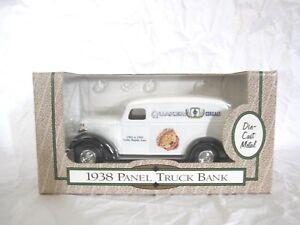 New VTG 1993 Quaker Cereals 1938 Die Cast Panel Truck Coin Bank 1/25