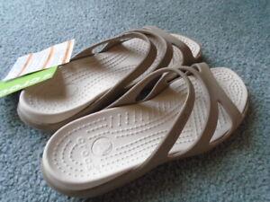 NWT Crocs Meleen Relaxed Fit Khaki/Stucco Sandal Size 7 Womens