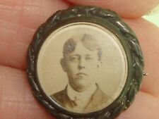 VICTORIAN MOURNING PHOTO PIN HINGED W/BEVELED GLASS COVER!